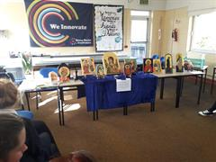 Iconographer visits school